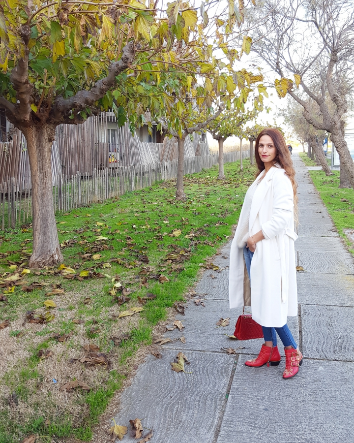 gerard darel,showroomprive.com,white coat,manteau long,sac chanel,chloé boots
