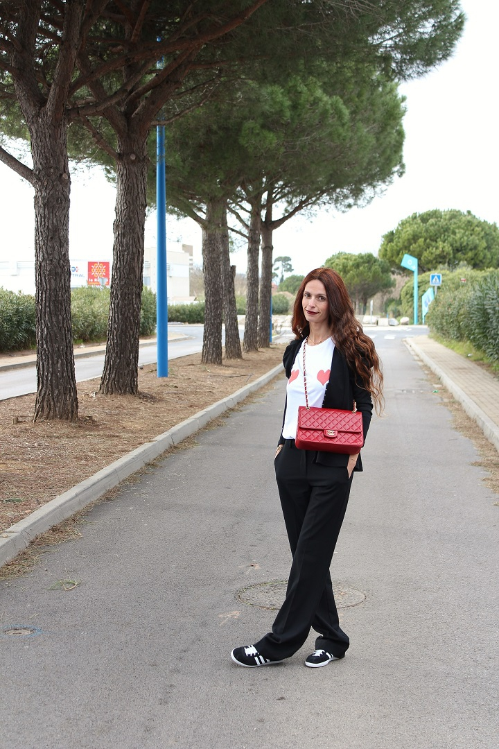 élise chalmin,blog mode au pays de candy,blog mode montpellier,tee-shirt coeur,tee-shirt élise chalmin,sac chanel,pantalon de smoking,tenue du jour,gazelle